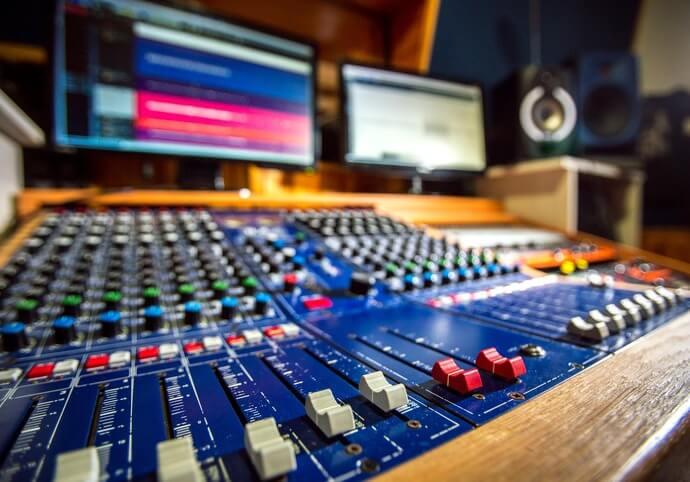 Mix a mastering v profesionálním studiu