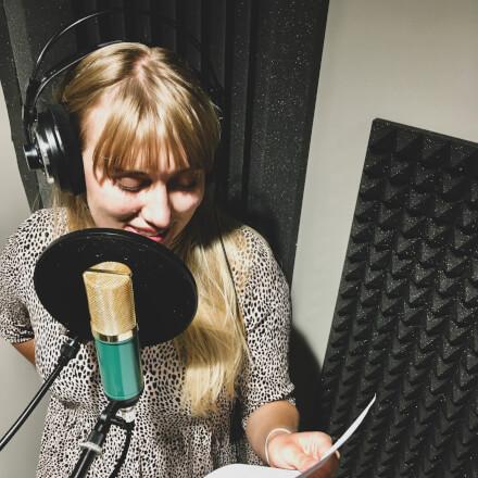 Chytlavý ženský voiceover do Vašeho videa (200 slov)